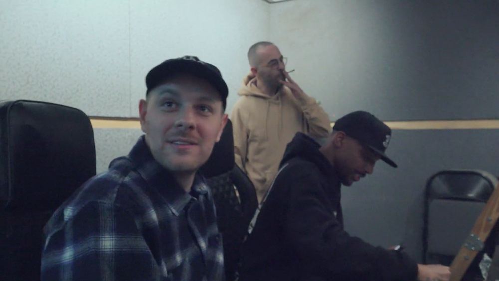 Watch Kenny Beats, Alchemist and Boldy James Make a Heater on 'The Cave'